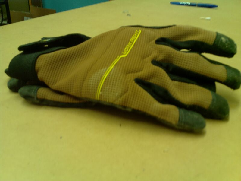 The camera is 5MP. Here is a picture it took of a pair of gloves!